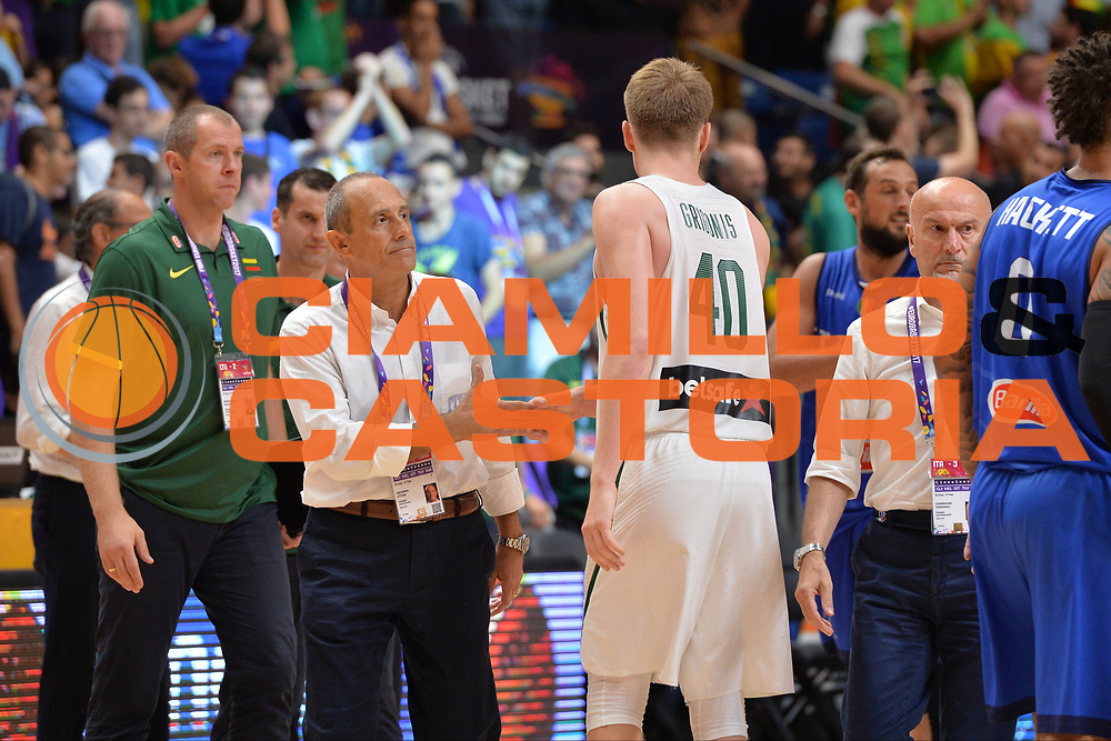 Ettore Messina, Marius Grigonis<br /> Nazionale Italiana Maschile Senior<br /> Eurobasket 2017 - Group Phase<br /> Lituania - Italia<br /> FIP 2017<br /> Tel Aviv, 03/09/2017<br /> Foto Ciamillo - Castoria/ M.Longo