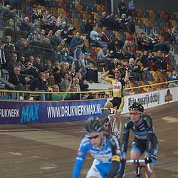 28-12-2014: Wielrennen: NK Baanwielrennen: Apeldoorn Michael Vingerling wint de scratch