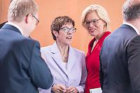 14 AUG 2019, BERLIN/GERMANY:<br /> Annegret Kramp-Karrenbauer (L), CDU, Bundesverteidigungsministerin, und Julia Kloeckner (R), CDU, Bundeslandwirtschaftsministerin, im Gespraech, vor Beginn der Kabinettsitzung, Bundeskanzleramt<br /> IMAGE: 20190814-01-001<br /> KEYWORDS: Kabinett, Sitzung, Julia Klöckner, Gespräch