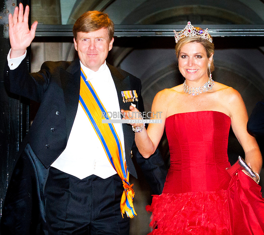 14-05-2014 AMSTERDAM - The departure off  King Willem Alexander and Queen Maxima . King Willem-Alexander and Maxima Queen received Wednesday May 14, 2014 the Diplomatic Corps for the annual gala dinner. The dinner will be held at the Royal Palace in Amsterdam COPYRIGHT ROBIN UTRECHT