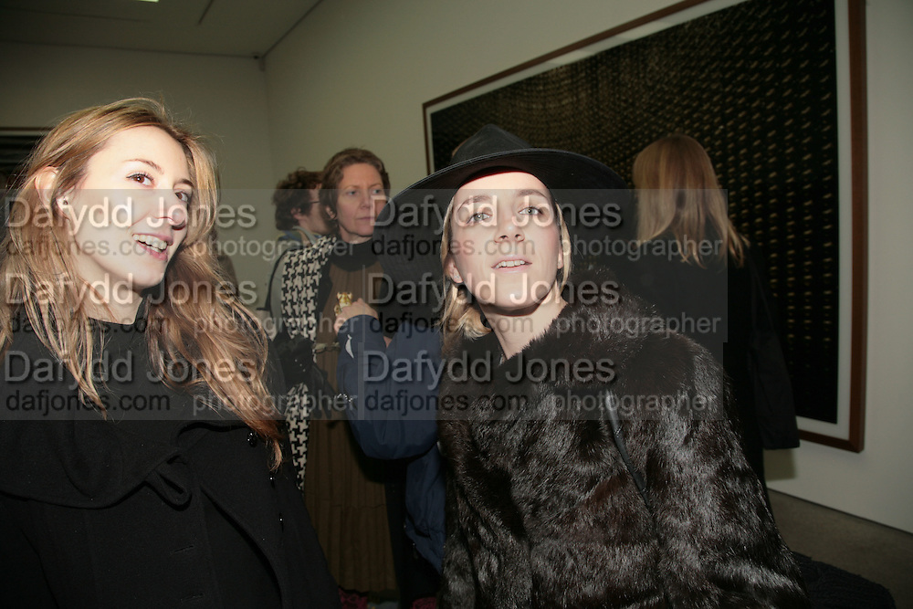 Umberta Argenta and Camilla Maxwell-Morris, Andreas Gursky.White Cube, Mason's Yard. London. 22 March 2007.   -DO NOT ARCHIVE-© Copyright Photograph by Dafydd Jones. 248 Clapham Rd. London SW9 0PZ. Tel 0207 820 0771. www.dafjones.com.