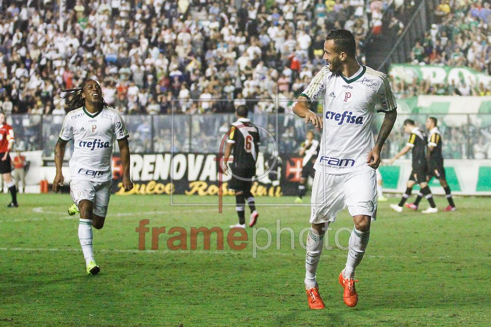 Leandro Pereira comemora seu gol durante a partida entre Vasco X Palmeiras, válida pela 15 rodada do campeonato Brasileiro 2015, no estádio de São Januário, neste domingo (25/06). Foto: Rudy Trindade/Frame