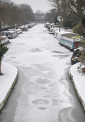 © Licensed to London News Pictures. 01/03/2018. London, UK. The Grand Union Canal frozen over and canal boats covered in snow in Little Venice, North London as the capital continues to be hit by extreme winter conditions. Large parts of the UK are experiencing disruption as freezing temperatures continue. Photo credit: Ben Cawthra/LNP