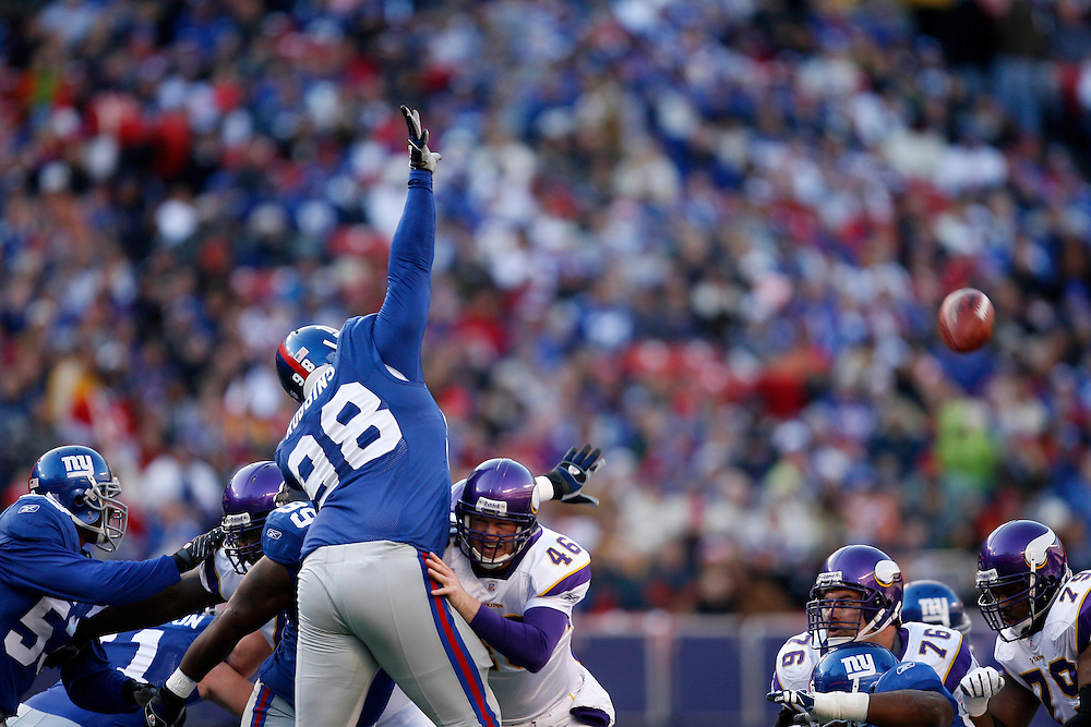 EAST RUTHERFORD, NJ - NOVEMBER 25: Fred Robbins #98 of the New York Giants blocks the kick against the Minnesota Vikings  during their game at Giants Stadium on November 25, 2007 in East Rutherford, New Jersey. The Vikings defeated the Giants 41 to 17