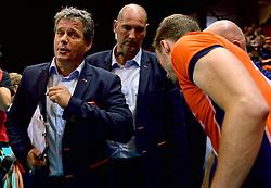 20150620 NED: World League Nederland - Portugal, Groningen<br /> De Nederlandse volleyballers hebben in de World League het vierde duel met Portugal verloren. Na twee uitzeges en de 3-0 winst van vrijdag boog de ploeg van bondscoach Gido Vermeulen zaterdag in Groningen met 3-2 voor de Portugezen: (25-15, 21-25, 23-25, 25-21, 11-15) / Coach Gido Vermeulen, Assistent coach Ron Zwerver