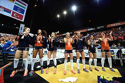 03-10-2015 NED: Volleyball European Championship Semi Final Nederland - Turkije, Rotterdam<br /> Nederland verslaat Turkije in de halve finale met ruime cijfers 3-0 / Femke Stoltenborg #2, Celeste Plak, Kirsten Knip #1, Judith Pietersen #8, Manon Nummerdor-Flier #12, Myrthe Schoot  #9, Quinta Steenbergen #7
