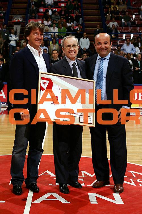 DESCRIZIONE : Milano Lega A1 2005-06 Leggende Del Basket <br /> GIOCATORE : <br /> SQUADRA : <br /> EVENTO : Campionato Lega A1 2005-2006 Leggende Del Basket <br /> GARA : <br /> DATA : 04/05/2006 <br /> CATEGORIA : <br /> SPORT : Pallacanestro <br /> AUTORE : Agenzia Ciamillo-Castoria/L.Lussoso