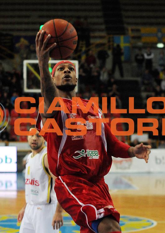 DESCRIZIONE : Verona Campionato Lega Basket A2 2011-12 Tezenis Verona Pallacanestro S.Antimo<br /> GIOCATORE : David Teague <br /> SQUADRA : Pallacanestro S.Antimo<br /> EVENTO : Campionato Lega Basket A2 2011-2012<br /> GARA : Tezenis Verona Pallacanestro S.Antimo<br /> DATA : 06/11/2011<br /> CATEGORIA : Tiro<br /> SPORT : Pallacanestro <br /> AUTORE : Agenzia Ciamillo-Castoria/L.Lussoso<br /> Galleria : Lega Basket A2 2011-2012 <br /> Fotonotizia : Verona Campionato Lega Basket A2 2011-12 Tezenis Verona Pallacanestro S.Antimo<br /> Predefinita :