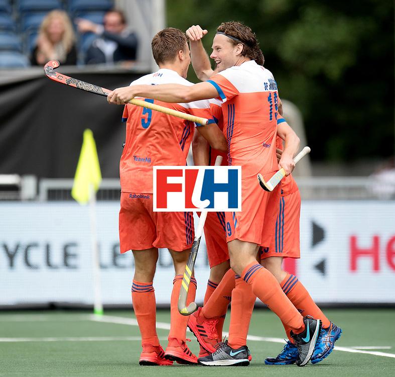 BREDA - Rabobank Hockey Champions Trophy<br /> The Netherlands - Belgium<br /> Photo: Bob de Voogd celebrates with his team.<br /> COPYRIGHT WORLDSPORTPICS FRANK UIJLENBROEK