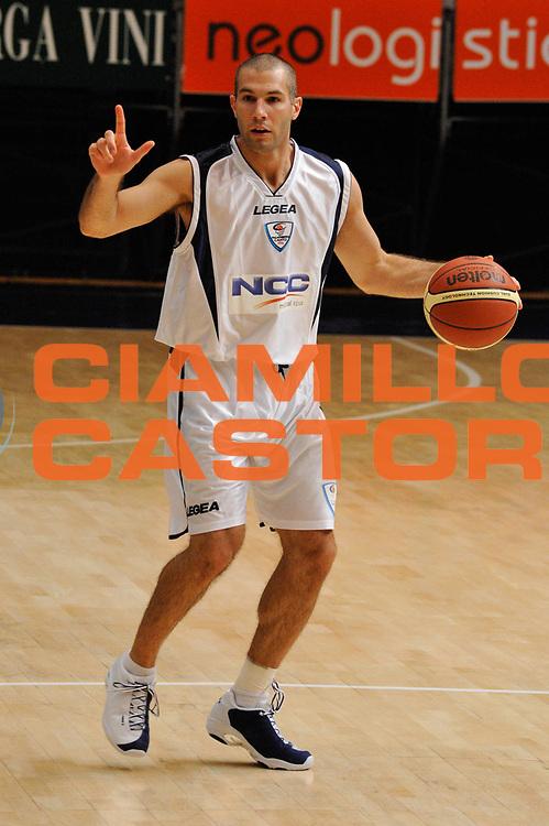 DESCRIZIONE : Cantu' Lega A 2009-10 Amichevole NGC Medical Cantu' SAV Basket Vacallo<br /> GIOCATORE : Anthony Giovacchini<br /> SQUADRA : NGC Medical Cantu'<br /> EVENTO : Campionato Lega A 2009-2010<br /> GARA : NGC Medical Cantu' SAV Basket Vacallo<br /> DATA : 05/09/2009<br /> CATEGORIA : Palleggio<br /> SPORT : Pallacanestro <br /> AUTORE : Agenzia Ciamillo-Castoria/D.Pescosolido
