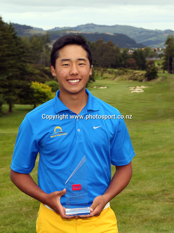 Peter Lee of Bay of Plenty celebrate winning the Men's Interprovincial Golf Championship and player of the tournament title.<br /> TORO - Men's Interprovincial Golf, Otago Golf Club, Dunedin, 8 December 2012<br /> Photo: Rob Jefferies/ photosport.co.nz