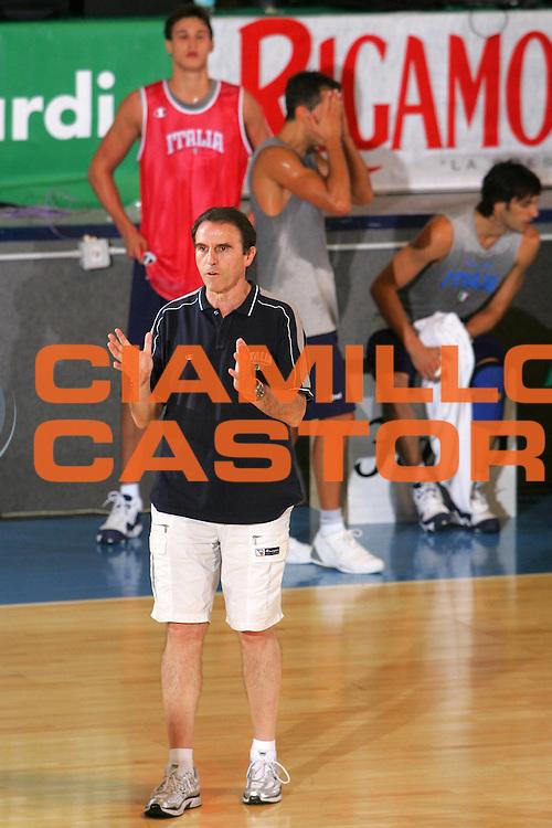 DESCRIZIONE : Bormio Ritiro Nazionale Italiana Maschile Preparazione Eurobasket 2007 Allenamento <br /> GIOCATORE : Carlo Recalcati <br /> SQUADRA : Nazionale Italia Uomini <br /> EVENTO : Bormio Ritiro Nazionale Italiana Uomini Preparazione Eurobasket 2007 <br /> GARA : <br /> DATA : 26/07/2007 <br /> CATEGORIA : Allenamento <br /> SPORT : Pallacanestro <br /> AUTORE : Agenzia Ciamillo-Castoria/S.Silvestri <br /> Galleria : Fip Nazionali 2007 <br /> Fotonotizia : Bormio Ritiro Nazionale Italiana Maschile Preparazione Eurobasket 2007 Allenamento <br /> Predefinita :