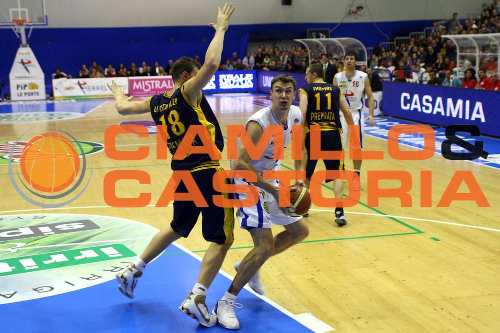 DESCRIZIONE : Capo Orlando Lega A1 2007-08 Pierrel Capo Orlando Premiata Sutor Montegranaro <br /> GIOCATORE : Adam Wojcik<br /> SQUADRA : Pierrel Capo Orlando<br /> EVENTO : Campionato Lega A1 2007-2008 <br /> GARA : Pierrel Capo Orlando Premiata Sutor Montegranaro <br /> DATA : 02/12/2007 <br /> CATEGORIA : Penetrazione<br /> SPORT : Pallacanestro <br /> AUTORE : Agenzia Ciamillo-Castoria/J.Pappalardo<br /> Galleria : Lega Basket A1 2007-2008<br /> Fotonotizia : Capo Orlando Campionato Italiano Lega A1 2007-2008 Pierrel Capo Orlando Premiata Sutor Montegranaro<br /> Predefinita :
