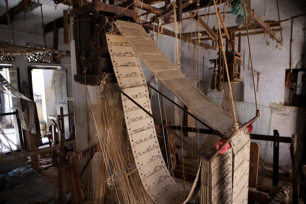 India-Varanasi-weaving