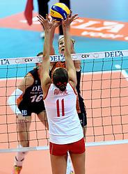 03-10-2015 NED: Volleyball European Championship Semi Final Nederland - Turkije, Rotterdam<br /> Nederland verslaat Turkije in de halve finale met ruime cijfers 3-0 / Maret Balkestein-Grothues #6