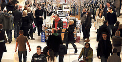 © under license to London News Pictures. .2010.12.19 Shoppers brave the icy roads and take to the warmth of Bluewater Shopping Centre in Kent on the last Sunday of trading before Christmas . Picture credit should read Grant Falvey/London News Pictures.