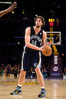 27 March 2007: Center Pau Gasol of the Memphis Grizzlies passes the ball against the Los Angeles Lakers during the first half of the Grizzlies 88-86 victory over the Lakers at the STAPLES Center in Los Angeles, CA.