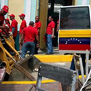 VENEZUELAN POLITICS / POLITICA EN VENEZUELA<br /> Supporters of President Hugo Chavez during garbage collection campaign in the Plaza de La Pastora / Simpatizantes del gobierno del presidente Hugo Chavez durante campaña de recoleccion de basura en la Plaza de La Pastora<br /> Caracas - Venezuela 2008<br /> (Copyright © Aaron Sosa)