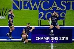 ASM Clermont Auvergne celebrate winning the European Rugby Challenge Cup after defeating La Rochelle - Mandatory by-line: Robbie Stephenson/JMP - 10/05/2019 - RUGBY - St James' Park - Newcastle, England - ASM Clermont Auvergne v La Rochelle - European Rugby Challenge Cup Final