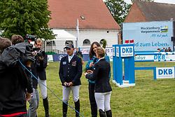 WULSCHNER Holger (GER), MEYER-ZIMMERMANN Janne Friederike (GER), MAAHN Sandra (Fernsehmoderatorin)<br /> Redefin - Pferdefestival 2019<br /> Championat des Landes Mecklenburg-Vorpommern<br /> BEMER Riders Tour – Qualifikation zur Wertungsprüfung<br /> Große Tour - Int. Weltranglisten-Springprüfung (1,50m) mit Stechen<br /> 25. Mai 2019<br /> © www.sportfotos-lafrentz.de/Stefan Lafrentz