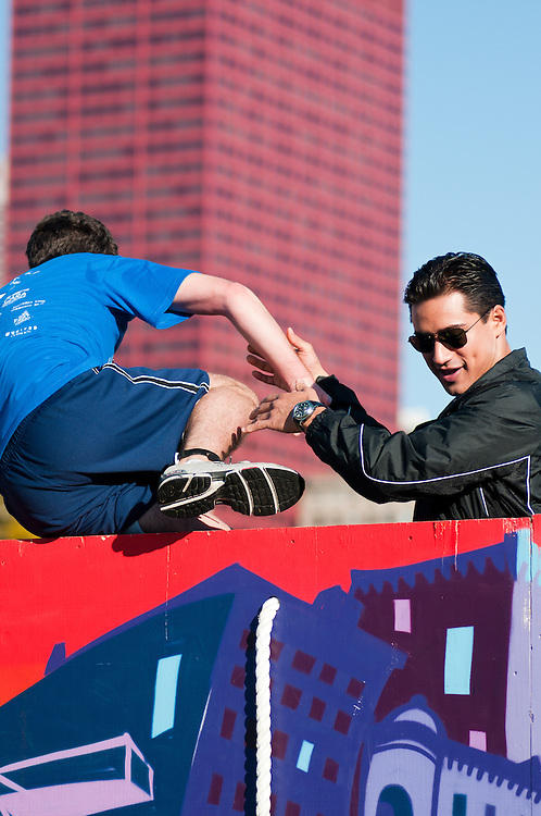 Mario Lopez assists competitors in Men's Health Urbanathlon