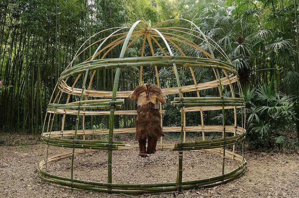 """France, Languedoc Roussillon, Gard, Cévennes, Anduze, Prafrance, La Bambouseraie, Land Art, Phet Cheng Suor, """" Les êtres bambous"""""""