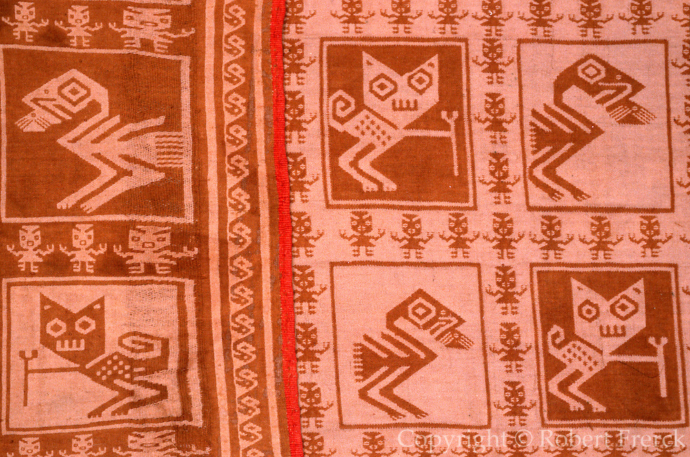 PERU, PRE-COLUMBIAN Chancay; jaguar and parrot textile