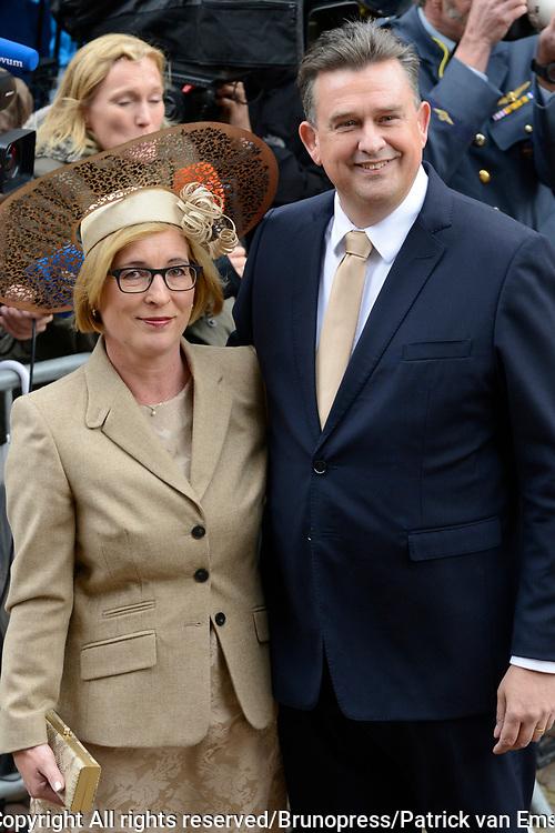 Prinsjesdag 2013 - Aankomst Parlementari&euml;rs bij de Ridderzaal op het Binnenhof.<br /> <br /> Op de foto:  fractievoorzitter van de SP - Jan Marijnissen met zijn partner