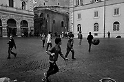 Children play soccer in Piazza della Minerva near the Pantheon in Rome on 7 december 2017. Christian Mantuano / OneShot
