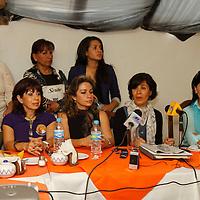 Toluca, México.- Adriana Ríos Vilchis, presidenta de la asociación protectora de animales ALBA A. C., acompañada por integrantes de la misma, cuestionaron el manejo del Centro de Bienestar Animal de Toluca, y se encuentran preocupadas por denuncias ciudadanas en redes sociales por la matanza de perros.  Agencia MVT / Crisanta Espinosa