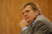 06 DEC 2002, BERLIN/GERMANY:<br /> Hajo Schumacher, Journalist, ehem. Chefredakteur Max, Sitzung des Reaktionsbeirates von politik&kommunikation, Astron-Hotel<br /> IMAGE: 20021206-01-063<br /> KEYWORDS: politik, kommunikation
