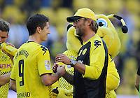 FUSSBALL   1. BUNDESLIGA   SAISON 2011/2012    8. SPIELTAG Borussia Dortmund - FC Augsburg                             01.10.2011 Robert LEWANDWOSKI (li) und Juergen KLOPP (re, beide Dortmund) freuen sich nach dem Abpfiff
