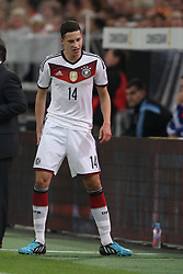 03.09.2014, Esprit-Arena, Duesseldorf, GER, FS Vorbereitung, Fussball Testspiel, Deutschland vs Argentinien, im Bild -Julian Draxler (FC Schalke 04) fasst ich nach einer Rettungsaktion an den rechten Oberschenkel // during a international football frindly match between Germany and Argentina in preparation for the upcoming EURO 2016 qualifying matches at the Esprit-Arena in Duesseldorf, Germany on 2014/09/03. EXPA Pictures © 2014, PhotoCredit: EXPA/ Eibner-Pressefoto/ Schueler<br /> <br /> *****ATTENTION - OUT of GER*****