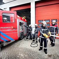 Nederland, Amsterdam , 4 maart 2011..Brandweermannen van de brandweerkazerne aan de Displaystraat in Amsterdam Noord..Een aantal van deze brandweermannen waren aanwezig. bij de explosie in de Viermanstraat eerder dit jaar...Foto:Jean-Pierre Jans