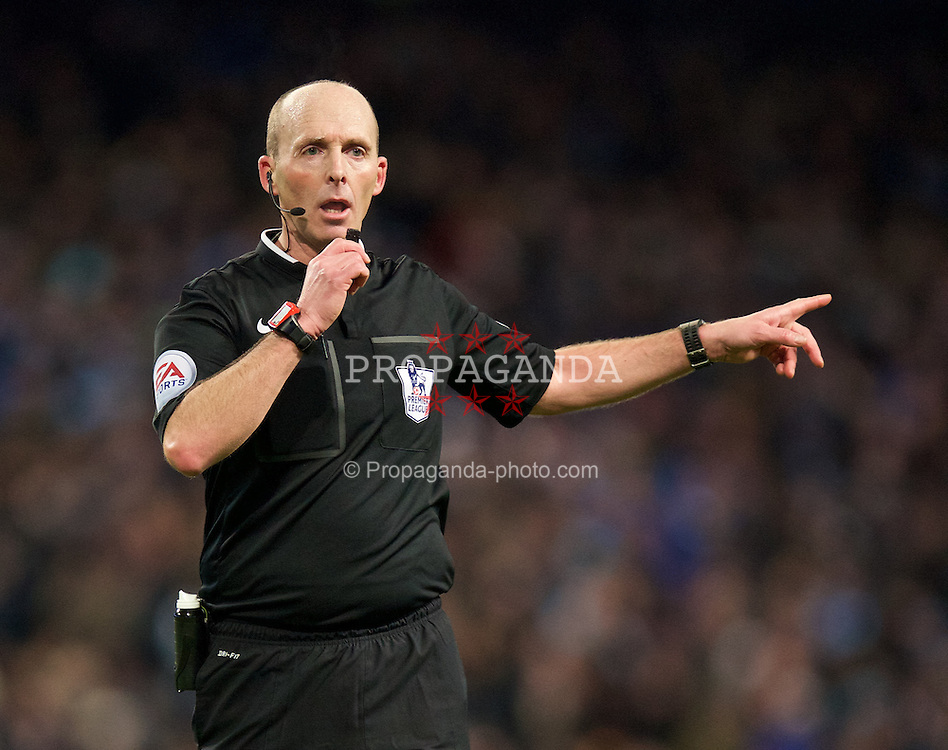 MANCHESTER, ENGLAND - Sunday, January 18, 2015: Referee Mike Dean during the Premier League match between Manchester City and Arsenal at the City of Manchester Stadium. (Pic by David Rawcliffe/Propaganda)