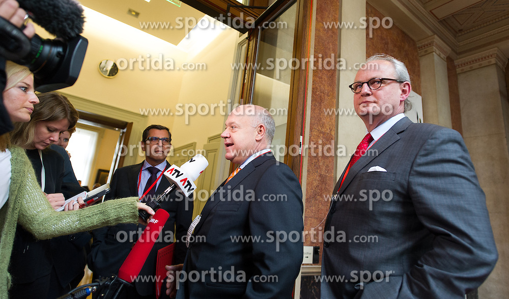 24.09.2015, Parlament, Wien, AUT, Parlament, Untersuchungsausschuss zur Klärung des Hypo Alpe Adria Finanzdebakels. im Bild v.l.n.r. Aufsichtsratschef HETA Michael Mendel und Vorstandschef HETA Sebastian Prinz von Schoenaich- Carolath // during meeting of parliamentary enquiry committee according to financial disaster of the Hypo Alpe Adria bank at austrian parliament in Vienna, Austria on 2015/09/24, EXPA Pictures © 2015, PhotoCredit: EXPA/ Michael Gruber
