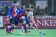 Bilthoven - SCHC - Tilburg  Heren, Hoofdklasse Hockey Heren, Seizoen 2017-2018, 13-04-2018, SCHC - Tilburg 1-1,  Jip Krens (Tilburg) en Bas Appels (SCHC)<br /> <br /> (c) Willem Vernes Fotografie