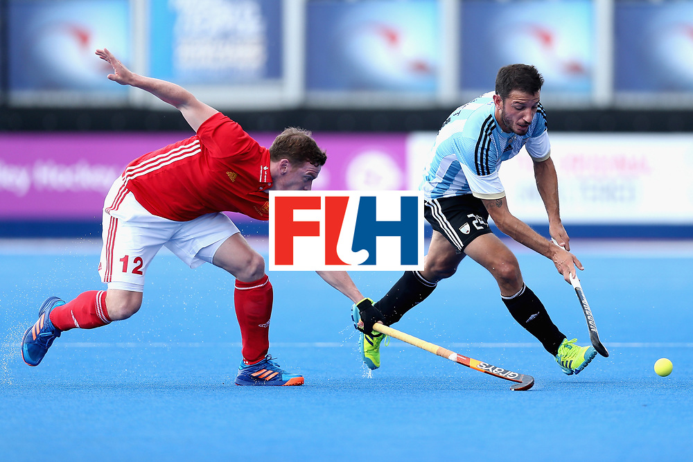 LONDON, ENGLAND - JUNE 18: Manuel Brunet of Argentina tangles with Michael Hoare of England during the Hero Hockey World League Semi Final match between England and Argentina at Lee Valley Hockey and Tennis Centre on June 18, 2017 in London, England.  (Photo by Alex Morton/Getty Images)