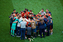 MOSCOW, RUSSIA - Sunday, July 1, 2018: Spain players and staff prepare for extra-time during the FIFA World Cup Russia 2018 Round of 16 match between Spain and Russia at the Luzhniki Stadium. Goalkeeper Pepe Reina. (Pic by David Rawcliffe/Propaganda)