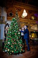 SCHEVENINGEN - Tino Martin en zijn vriendin Kimberley Kruiter in het kurhaus voor de kerst . copyright robin utrecht