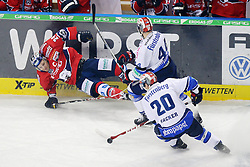 09.01.2015, o2 world, Berlin, GER, DEL, Eisbären Berlin vs Schwenninger Wild Wings, 37. Runde, im Bild Dan Hacker (Schwenninger Wild Wings) und Ashton Rome (Schwenninger Wild Wings) im Angriff // SPO during Germans DEL Icehockey League 37th round match between Eisbären Berlin and Schwenninger Wild Wings at the o2 world in Berlin, Germany on 2015/01/09. EXPA Pictures © 2015, PhotoCredit: EXPA/ Eibner-Pressefoto/ Hundt<br /> <br /> *****ATTENTION - OUT of GER*****