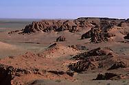 Mongolia. Dinosaurs research area in Gobi desert   / dans le désert de Gobi connu pour être l'endroit le plus riche du monde en squelettes de dinosaures ; lieu de fouille