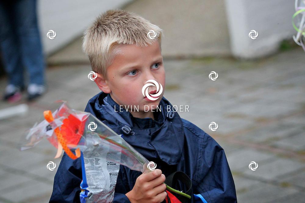 HEEREWAARDEN - Bij dorpshuis De Vrijheid was de finisch van de Wandel 3 Daagse. Voor de kinderen waren diversen activiteiten opgezet en natuurlijk kregen zij hun kruisje bij het eind. FOTO LEVIN DEN BOER - PERSFOTO.NU