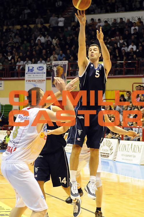 DESCRIZIONE : Forli LNP Lega Nazionale Pallacanestro Serie A Dilettanti 2009-10 Vemsistemi Forli Fortitudo Bologna<br /> GIOCATORE : Matteo Malaventura<br /> SQUADRA : Fortitudo Bologna<br /> EVENTO : Lega Nazionale Pallacanestro 2009-2010 <br /> GARA : Vemsistemi Forli Fortitudo Bologna<br /> DATA : 29/11/2009<br /> CATEGORIA : tiro<br /> SPORT : Pallacanestro <br /> AUTORE : Agenzia Ciamillo-Castoria/M.Marchi<br /> Galleria : Lega Nazionale Pallacanestro 2009-2010 <br /> Fotonotizia : Forli LNP Lega Nazionale Pallacanestro Serie A Dilettanti 2009-10 Vemsistemi Forli Fortitudo Bologna<br /> Predefinita :