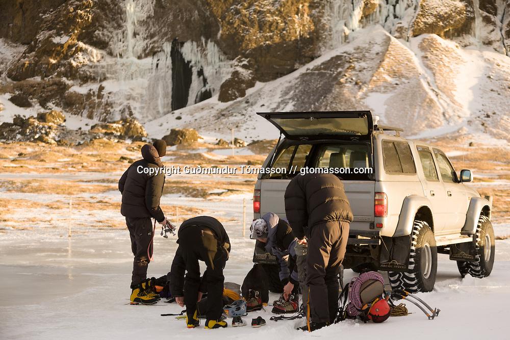 Róbert Halldórsson, Skarphéðinn Halldórsson, Ágúst þór Gunnlaugsson og Sigurður Tómas preparing to climb at Eyjafjöll.
