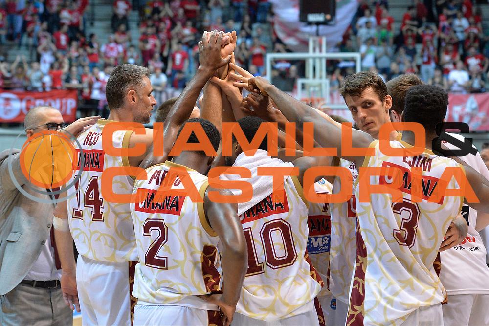 DESCRIZIONE : Desio Lega A 2015-16 Semifinale Play Off Gara 2 Olimpia EA7 Emporio Armani Milano Umana Reyer Venezia<br /> GIOCATORE : Umana Reyer Venezia<br /> CATEGORIA : Mani Fair Play<br /> SQUADRA : Umana Reyer Venezia<br /> EVENTO : Campionato Lega A 2015-2016 Semifinale play off Gara 2<br /> GARA : Olimpia EA7 Emporio Armani Milano Umana Reyer Venezia <br /> DATA : 21/05/2016 SPORT : Pallacanestro AUTORE : Agenzia Ciamillo-Castoria/I.Mancini Galleria : Lega Basket A 2015-2016 Fotonotizia : Desio Lega A 2015-16 Semifinale Play Off Gara 2 Olimpia EA7 Emporio Armani Milano Umana Reyer Venezia