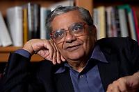 31 MAY 2010, BERLIN/GERMANY:<br /> Jagdish Natwarlal Bhagwati, indischer Oekonom und Professor fuer Politik und Wirtschaft an der Columbia University, waehrend einem Interview, Bibiothek der American Academy<br /> IMAGE: 20100531-02-093<br /> KEYWORDS: Jagdish Bhagwati, Ökonom