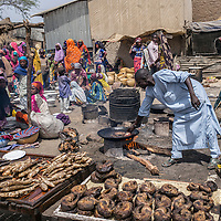 Selling fish at the market in Bosso. The conflict has plunged the Diffa Region into a serious economic crisis. The mainstays of the economy – agriculture, fishing and livestock farming – have been the hardest hit.