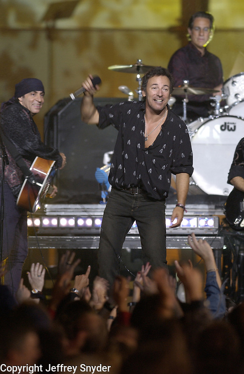 Steve Van Zandt, Bruce Springsteen, Max Weinberg - MTV Video Music Awards 2002 - American Museum of Natural History