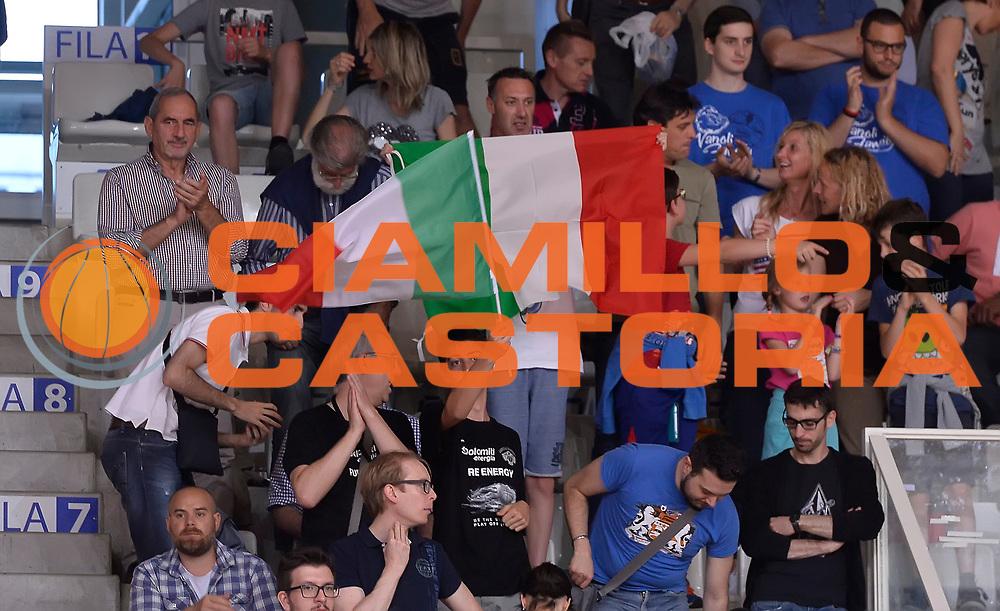 DESCRIZIONE : Trento Nazionale Italia Uomini Trentino Basket Cup Italia Repubblica Ceca Italy Czech Republic<br /> GIOCATORE : tifosi<br /> CATEGORIA : tifosi<br /> SQUADRA : Italia Italy<br /> EVENTO : Trentino Basket Cup<br /> GARA : Trentino Basket Cup Italia Repubblica Ceca Italy Czech Republic<br /> DATA : 17/06/2016<br /> SPORT : Pallacanestro<br /> AUTORE : Agenzia Ciamillo-Castoria/R.Morgano<br /> Galleria : FIP Nazionali 2016<br /> Fotonotizia : Trento Nazionale Italia Uomini Trentino Basket Cup Italia Repubblica Ceca Italy Czech Republic